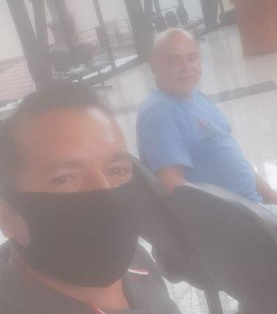 Intendentable de Pedro Juan Caballero viola protocolo de salud y no usa tapabocas