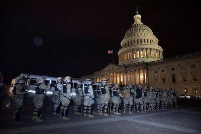 Renuncia jefe de la policía del Capitolio tras asalto de partidarios de Trump