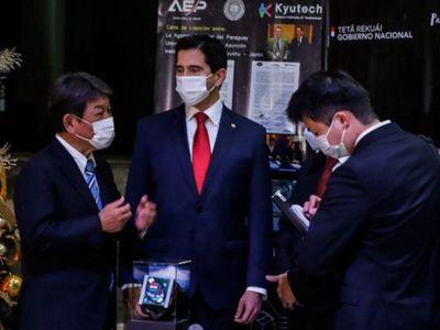 Presentan satélite paraguayo tras visita de ministro nipón
