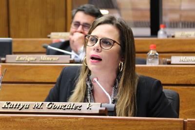 """""""No estoy con la teoría del juicio político, primero hay que escuchar a los involucrados"""" – Kattya González"""