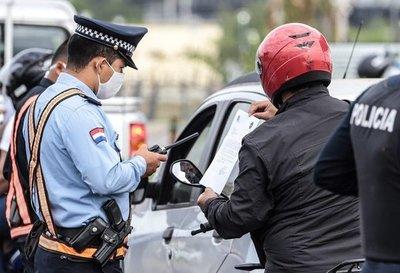 Demoran a madre y sus hijos en barrera policial