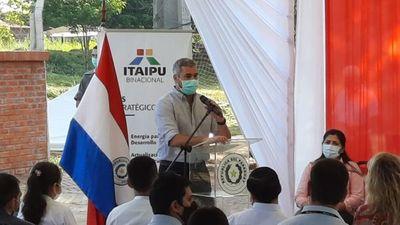 Mario Abdo se pone como ejemplo en el respeto de las medidas sanitarias