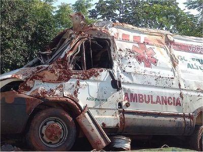 Vuelco de ambulancia produjo el deceso de una paciente