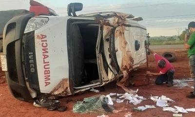 HOY / Caaguazú: Tras vuelco de ambulancia, niña de 7 años pierde la vida