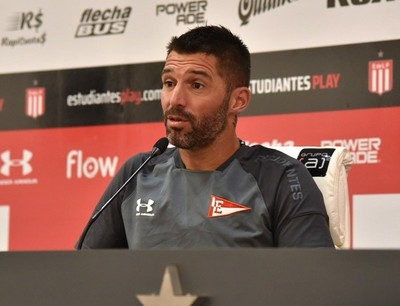 Mariano Andújar continúa en Estudiantes de La Plata