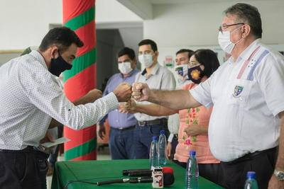 Gobierno departamental entrega aporte a comisiones – Prensa 5