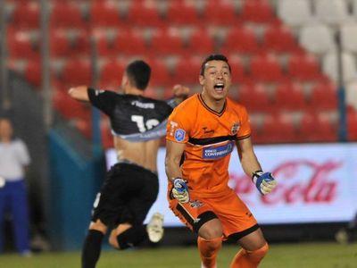 Bernardo Medina vuelve al fútbol paraguayo