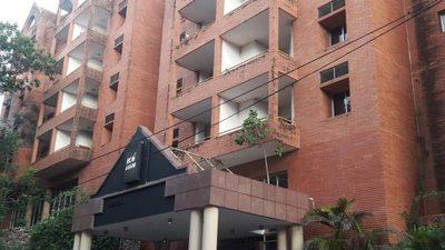 Lamentable estado del emblemático ex hotel Condovac en San Bernardino