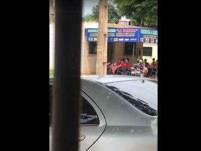 Motochorros asaltan a clientes de un comedor
