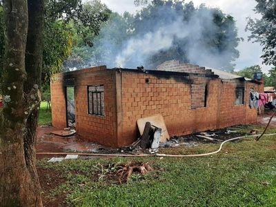 Incendio consume vivienda en su totalidad en Naranjal