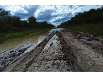 Inundación y cortes de rutas tras intensas lluvias en el Chaco