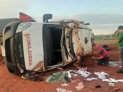Crónica / Vuelco de una ambulancia mata a nenita
