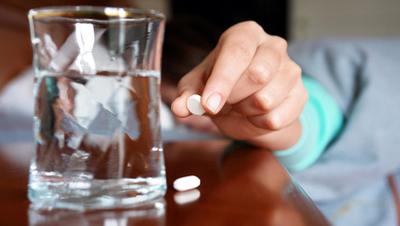 Instan a asistir a la consulta médica y evitar la automedicación