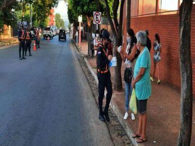 Policía sale a persuadir en las calles sobre uso de tapabocas