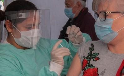 Vacunas podrían ser traídas al país vía emergencia