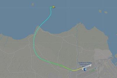 Indonesia: Pierden contacto con un avión tras despegar con 59 pasajeros