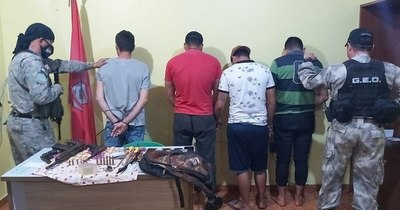 La Nación / Detienen a cuatro personas que planeaban un asalto