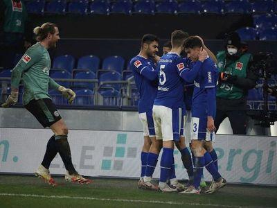 El Schalke resucita con goleada y sale del sótano de la Bundesliga