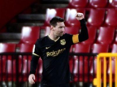 Barcelona golea con dobletes de Griezmann y Messi