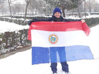 Lejos del calor de casa, paraguayos disfrutan de nevada histórica en Madrid
