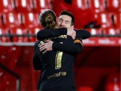 Barcelona sonríe de la mano de Messi y Griezmann