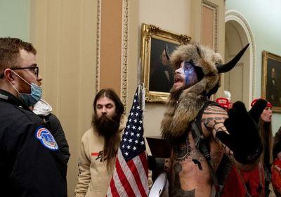 Seguidor de Trump del gorro con cuernos es arrestado por violencia en el Capitolio