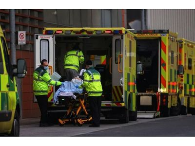 Los médicos británicos piden apoyo por escalada del virus