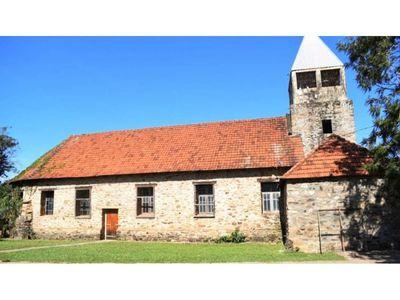 En Independencia  se destaca una parroquia construida en piedra