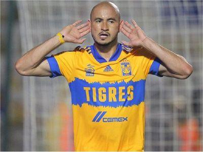 Carlos González se estrena como goleador en Tigres