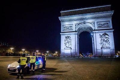 Francia extiende el toque de queda reforzado pero mantiene las escuelas