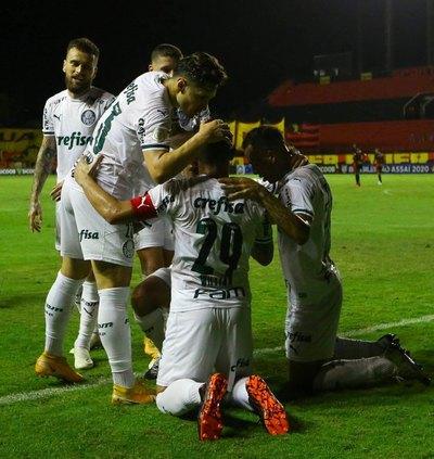 Palmeiras de Gustavo Gómez gana y pone presión al podio del Brasileirão