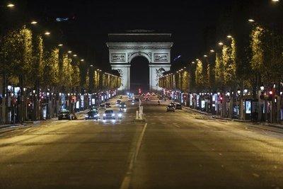 Francia amplía el toque de queda en ocho departamentos