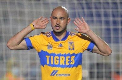 Carlos González anota en su estreno con Tigres
