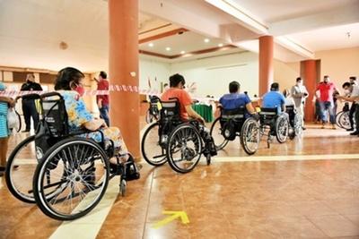 Itaipu inició entrega de sillas de ruedas y equipos de apoyo en Alto Paraná