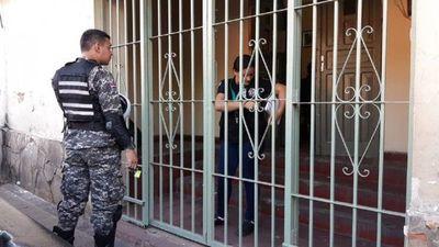 Cierran tres cárceles a causa del coronavirus