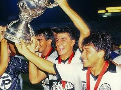 Hace 30 años Olimpia levantaba la Supercopa