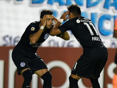 Los hermanos Romero reciben el apoyo de los hinchas