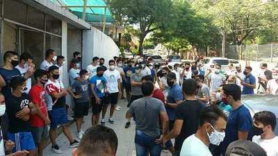 Futbolistas de Intermedia y Ascenso de la APF piden volver a las canchas
