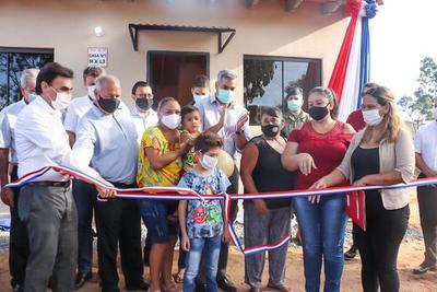 43 familias de Loma Grande son beneficiadas con viviendas sociales otorgadas por el Gobierno, a través del MUVH