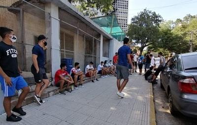 Futbolistas de Intermedia se manifiestan y piden jugar