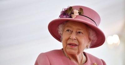 La Nación / Isabel II y el papa dan ejemplo con las vacunas en un mundo bajo el miedo al coronavirus