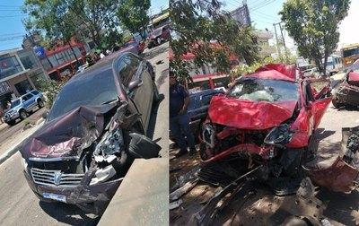 Crónica / (VIDEO) Camión perdió los frenos y llevó por delante a ocho autos