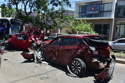 Choque múltiple involucra a ocho vehículos sobre Fernando de la Mora
