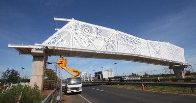 """La Nación / """"Puente de la cultura"""": diputada destaca diseño de ñanduti, pero pide aseo urbano"""