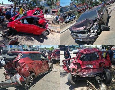 Vehículo de gran porte pierde el control y enviste por varios vehículos – Prensa 5