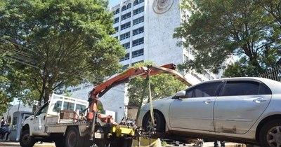 La Nación / PMT de Asunción denuncia que concejal atropelló y retiró vehículos retenidos en corralón