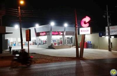 """Ladrones toman de rehenes a trabajadores y roban caja fuerte de """"Biggie"""" en Luque •"""