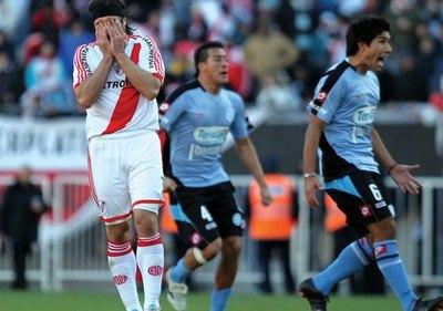 """Crónica / """"Diego saltó en la cama cuando River descendió"""""""