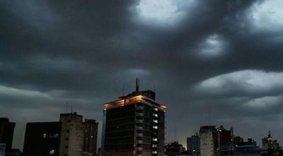 Pronostican martes con lluvias y tormentas