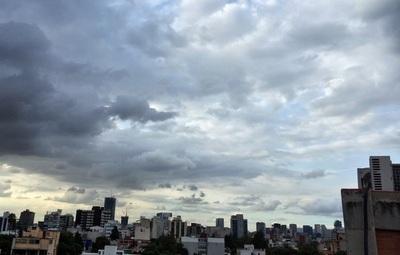 Martes caluroso, con lluvias y tormentas, anuncia Meteorología